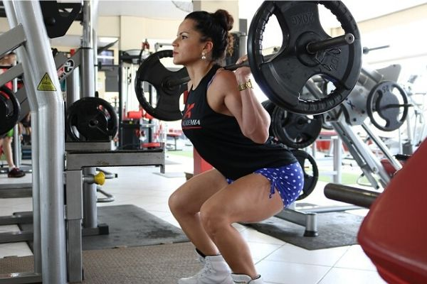 Squats - Exercises to avoid after knee replacement